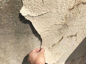 外壁塗装の大きなひび割れ